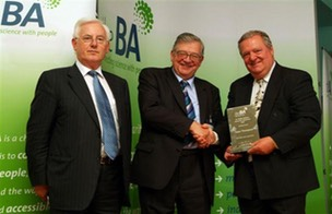 Dave Thompson receiving Sir Walter Bodmer Award 2007